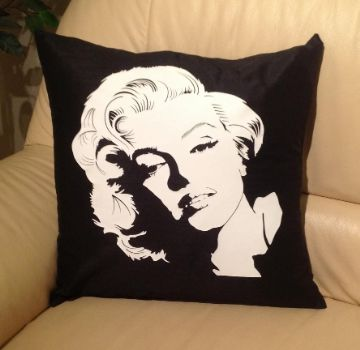 Marilyn Monroe wh, sofa cushions